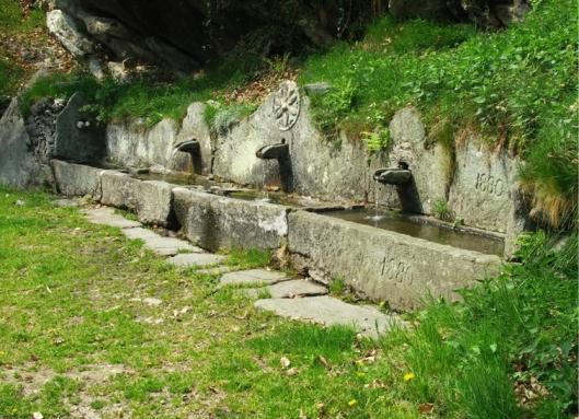 Fontana Pessinea, Viù, Valli di Lanzo (TO) http://www.vallediviu.it/fontana-e-benal/
